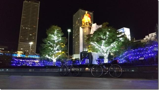 JR岐阜駅「金の信長像」画像