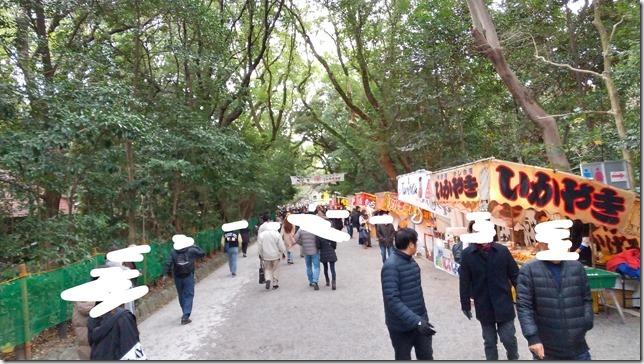 熱田神宮の初詣時参道と屋台風景