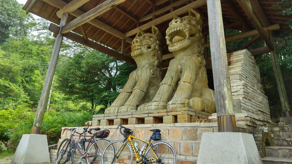 世界一の狛犬とロードバイク
