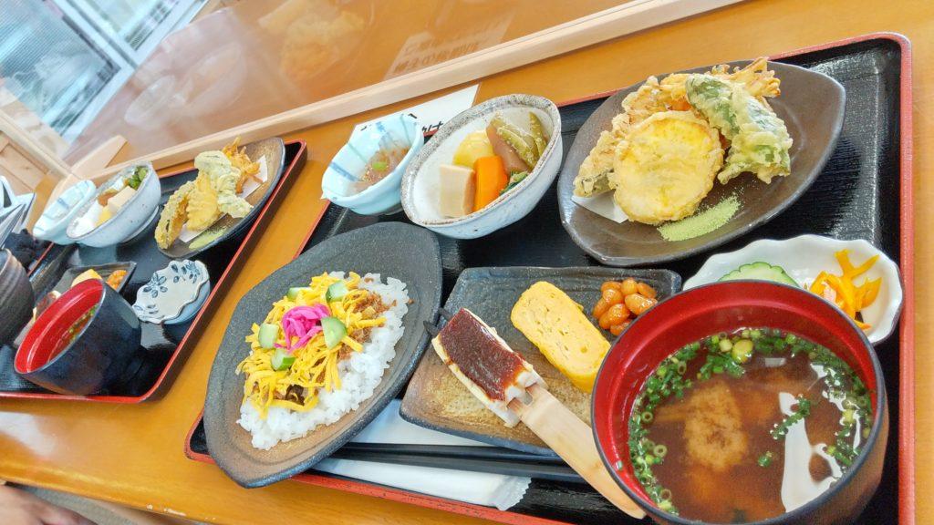 おふくろの味定食ちらし寿司