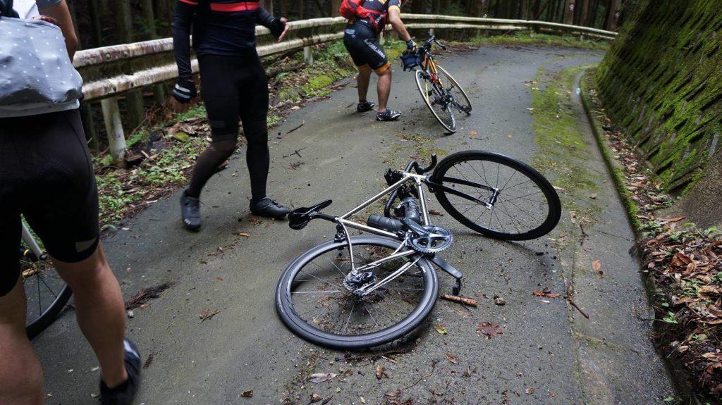 スリップ転倒事故